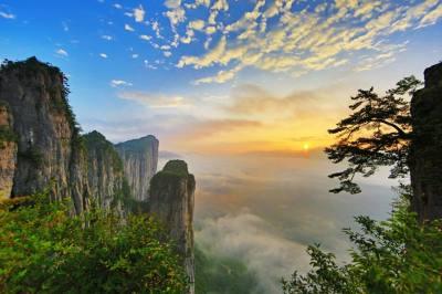 灵秀湖北——武汉、恩施大峡谷、土司城、女儿城、清江画廊蝴蝶崖六日游