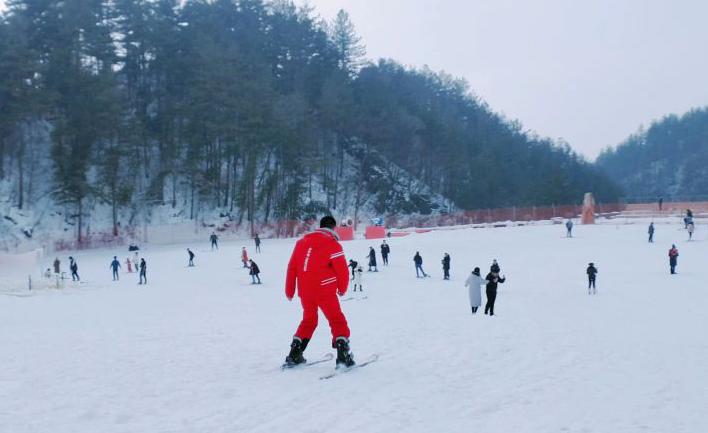 武汉周边游 英山桃花冲激情滑雪一日游